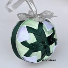 Vianočná guľa Zelený patchwork