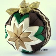 Vianočná guľa Zeleno hnedý patchwork