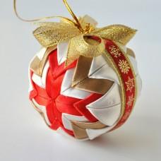 Vianočná guľa Červeno zlatý patchwork 2