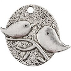 Kovový prívesok Vtáčiky - antik