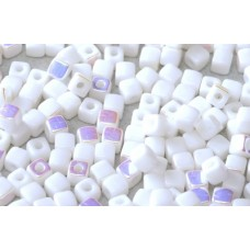 Korálky kocky Biele perleťové