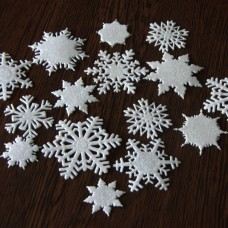 Snehové vločky, výrezy Biela glitrovaná 15 ks