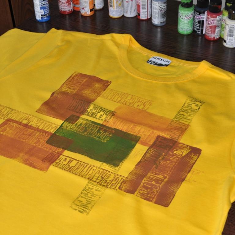 Tričko maľované pomocou Gell plate a pečiatkou